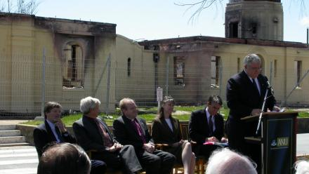 VC Ian Chubb addresses Stromlo staff with destroyed CSO building at rear (Mt Stromlo Archives)