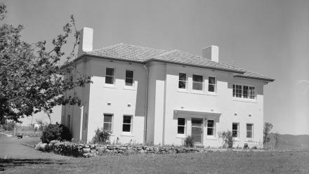 Facade of Director's Residence, 1950s (Mt Stromlo Archives)
