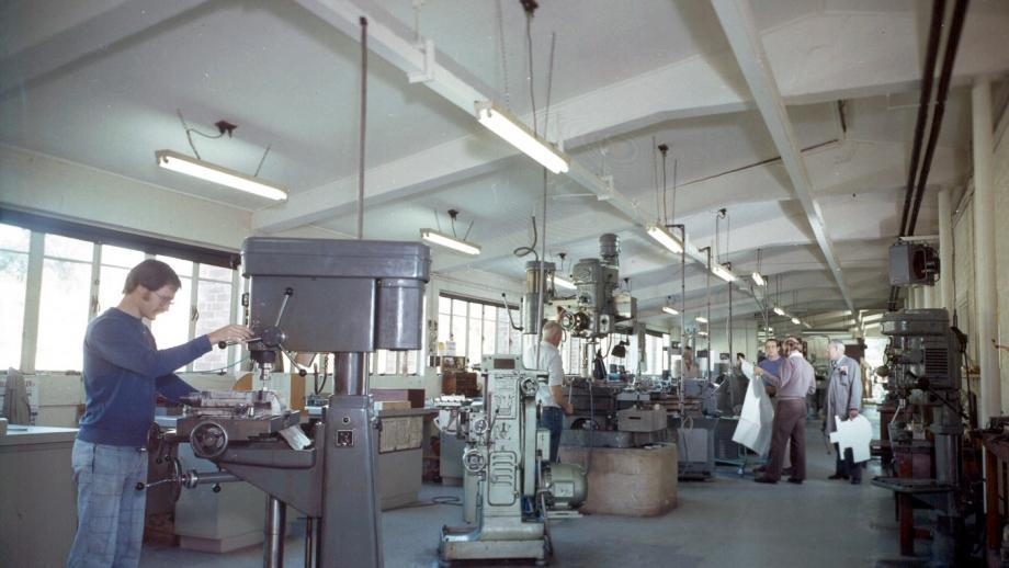 Mechanical workshop, 1977 (Mt Stromlo Archives)