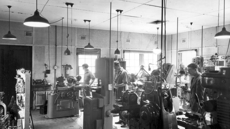 Optical Munitions Workshop, 1940s (Mt Stromlo Archives)