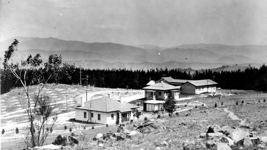 Residences and Bachelor's Quarters, 1944 (Mt Stromlo Archives)